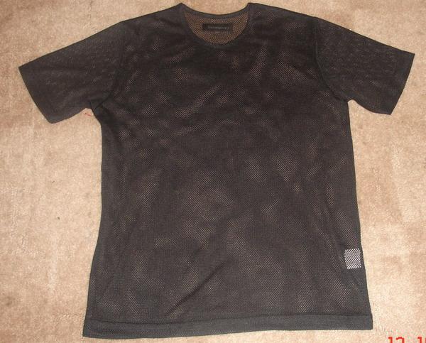 Футболка из сетки, 200, торг - черного цвета, не приталенная.